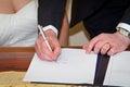 Modulo di registro di sign di unione delle coppie Fotografia Stock Libera da Diritti