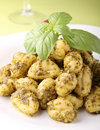 Molho de Gnocchi e de pesto Fotos de Stock Royalty Free