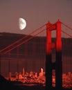 Mond über golden gate bridge san francisco city skyline sunset Stockbild