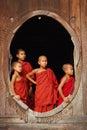 Monksmyanmar barn Royaltyfri Bild