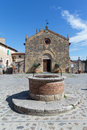 Monteriggioni piazza roma is a medieval walled town located on a natural hillock the main the is dominated by a romanesque Stock Photography