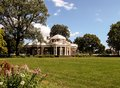 Monticello summer a beautiful view of thomas jeffersons home in late surrounded by trees and flowers Stock Photo
