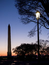 Monument de washington illuminé au coucher du soleil Photographie stock
