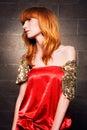 Mooie modieuze vrouw in een rode kleding Royalty-vrije Stock Afbeeldingen