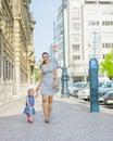 Matka a dieťa v mesto