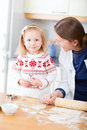 Mother and daughter baking together Royalty Free Stock Photos