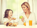 Mother and daughter with healthy unhealthy food Stock Photography