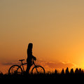 Mountain biker girl silhouette in sunset Royalty Free Stock Photos