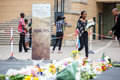 Mourners gather for mandela people and lay flowers in nelson square in sandton city to pay respects to the former leader of south Royalty Free Stock Photography