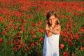 Muchacha en campo de la amapola Fotografía de archivo libre de regalías