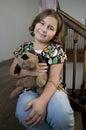 Muchacha feliz con el perro relleno Fotografía de archivo