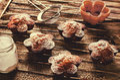 Muffiner med chokladefterrätten Arkivbilder