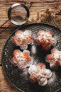 Muffiner med chokladefterrätten Arkivfoton