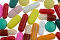 Muitas tabuletas e medicinas coloridas diferentes Imagens de Stock