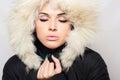 Mujer hermosa en muchacha de la belleza de fur winter style fashion Imagen de archivo