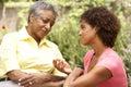Mujer mayor que es consolada por Adult Daughter Imagen de archivo libre de regalías