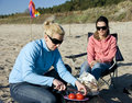 Mujeres del partido de la playa Fotografía de archivo libre de regalías