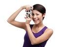 A mulher competente entrega a câmera fotográfica retro Foto de Stock