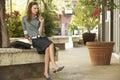 Mulher de negócios nova pensativa looking away Fotografia de Stock Royalty Free