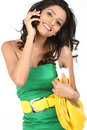 Mulher de negócio que fala sobre o telefone de pilha Fotos de Stock Royalty Free