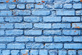 Mur de briques bleu avec la texture de fond de peinture d épluchage Photos libres de droits