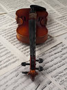 Music sheet and violin Royalty Free Stock Images