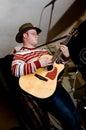 Musicista con una chitarra Immagine Stock Libera da Diritti