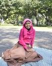 Musulmanes femeninos hermosos que sientan al aire libre Imagen de archivo