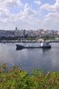 Nave da carico alla baia di Avana Immagine Stock