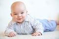 Nettes baby mit einem reizenden glücklichen lächeln Lizenzfreie Stockfotos