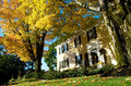 New england colonial in autumn with maples the bedford village inn a gorgeous yellow a hampshire village incorporated stands Stock Photography
