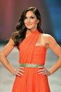 NEW YORK, NY - FEBRUARY 06: Minka Kelly wearing Oscar de la Renta walks the runway at The Heart Truth's Red Dress Collection durin Stock Photo