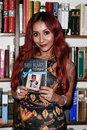 Nicole huntington ny jan reality tv star snooki polizzi signs her book baby bumps from party girl to proud mama and all the messy Stock Image