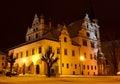 Nočná scéna v starom meste