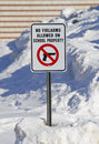 No firearms allowed on school property sign full view of outside a in the snow Stock Photos