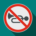 No horn traffic sign icon, flat style Royalty Free Stock Photo