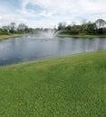 路线高尔夫球湖视图 图库摄影