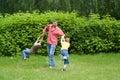 Игры папаа с маленькими ребеятами Стоковое Фото