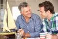 Взрослый делать отца и сынка модельный Стоковая Фотография