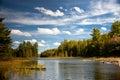 木匠清楚的湖远景水 免版税库存图片