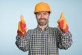 愉快的微笑的建造者 免版税图库摄影