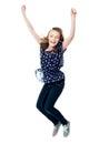 兴奋女孩跳的年轻人 免版税图库摄影