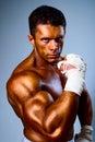 在战斗之前的反撞力拳击手培训 库存图片