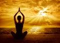 瑜伽凝思概念,妇女剪影健康思考
