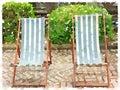 ? ?色和白色有条纹的? 便折叠躺椅? 彩 免版税库存照片