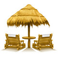 海滩睡椅在木之下的甲板二伞 免版税库存照片