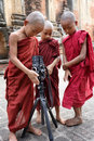 Novices bouddhistes dans myanmar Photos libres de droits