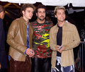 Nsync justin timberlake lance bass nsync stars chris kilpatrick arrive for the premiere of the movie coyote ugly touchstone Stock Images
