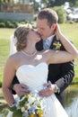 Nuovo bacio della coppia sposata Fotografie Stock