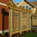 O exterior da casa detalha a madeira da treliça Imagens de Stock Royalty Free
